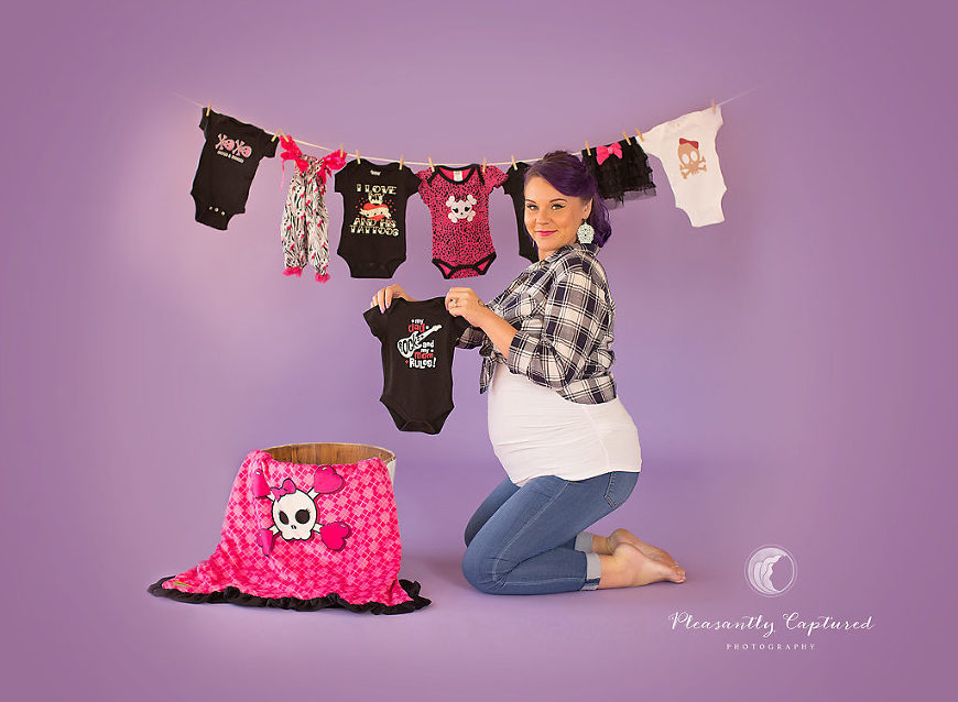 pin up inspired maternity session - Jacksonville NC Maternity Photographer - Pleasantly Captured Photography